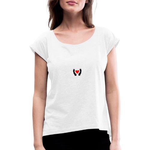 Schwarze Hände die rotes Herz halten - Frauen T-Shirt mit gerollten Ärmeln