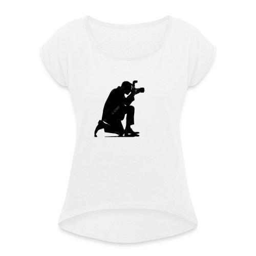 silueta de un hombre caucasico de rodillas - Camiseta con manga enrollada mujer