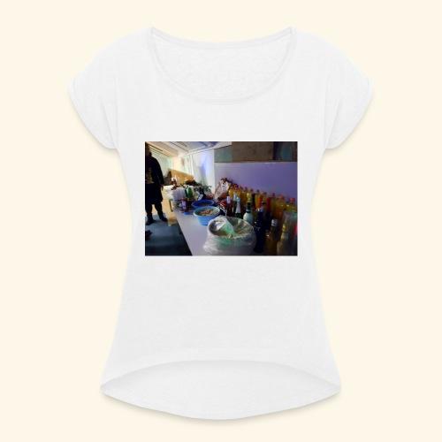 Party-Stimmung - Frauen T-Shirt mit gerollten Ärmeln
