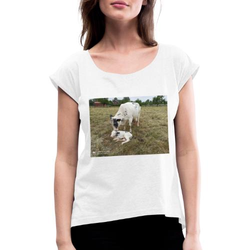 Kuh mit Kalb - Frauen T-Shirt mit gerollten Ärmeln