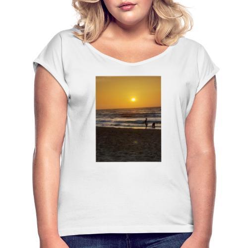 Strive for power - beach - Vrouwen T-shirt met opgerolde mouwen
