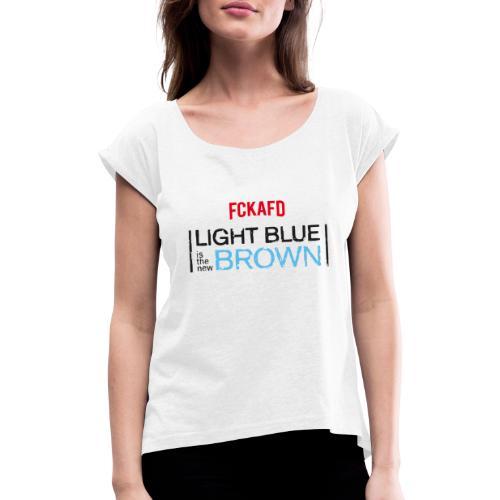 LIGHT BLUE IS THE NEW BROWN - Frauen T-Shirt mit gerollten Ärmeln