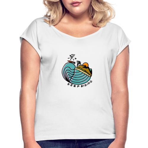Surfer im Sonnenuntergang - Frauen T-Shirt mit gerollten Ärmeln