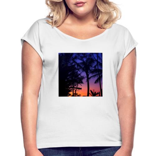 684041E1 CE26 4C32 BB97 F4E32E0A3080 - Frauen T-Shirt mit gerollten Ärmeln
