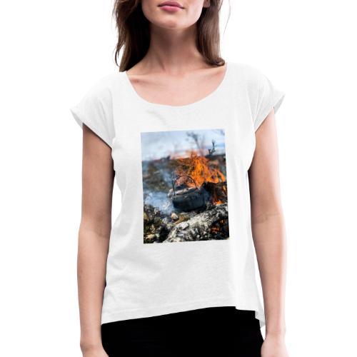 846CA591 79F5 439E A01E 74811E2AAEDA - T-skjorte med rulleermer for kvinner
