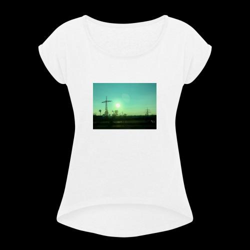 pollution - Vrouwen T-shirt met opgerolde mouwen