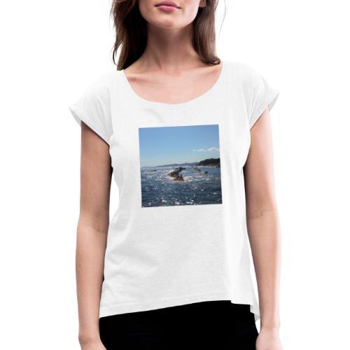 Mer avec roches - T-shirt à manches retroussées Femme