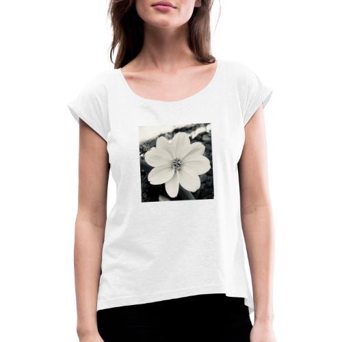 Blume Schwarz Weiß - Frauen T-Shirt mit gerollten Ärmeln
