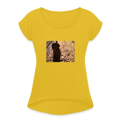 THE GREEN MAN IS MADE OF AUTUMN LEAVES - Women's T-Shirt with rolled up sleeves