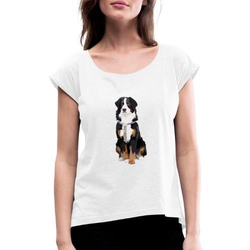 Freja sitter framifrån - T-shirt med upprullade ärmar dam