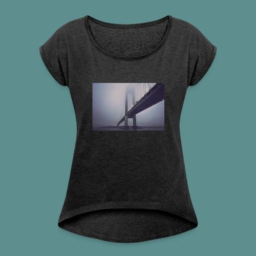 suspension bridge - Vrouwen T-shirt met opgerolde mouwen