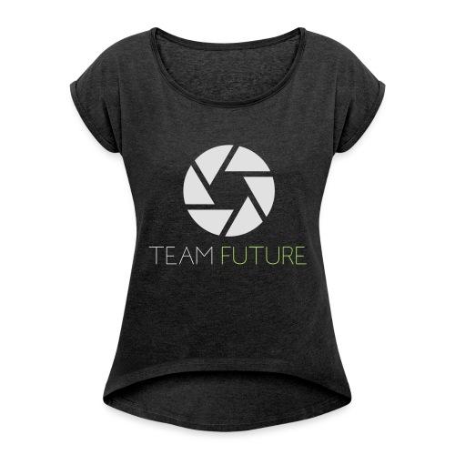 T-Shirt Shutter with Logo Text white and green - T-shirt med upprullade ärmar dam