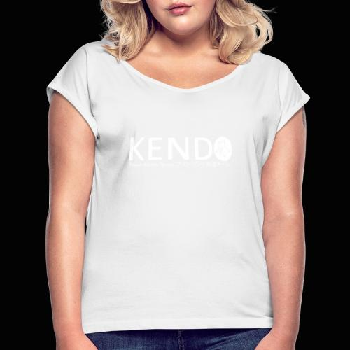 Finnish Kendo Team Text - Naisten T-paita, jossa rullatut hihat