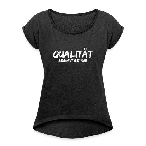 qualitaet beginnt bei mir white - Frauen T-Shirt mit gerollten Ärmeln