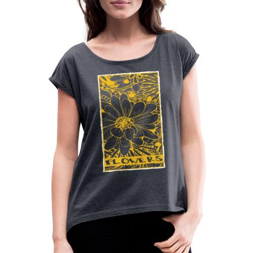 bloemen geel wit - Vrouwen T-shirt met opgerolde mouwen