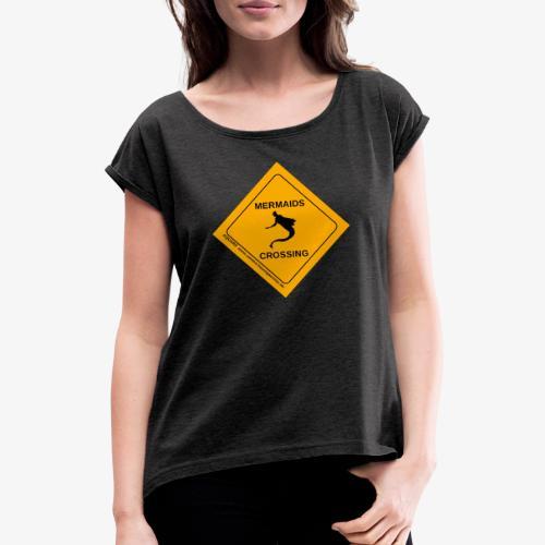Mermaids Crossing - Frauen T-Shirt mit gerollten Ärmeln