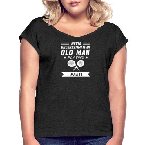 Underskatta Aldrig En Äldre Man Som Spelar Padel - T-shirt med upprullade ärmar dam