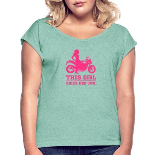 This Girl rides her own - Naked bike - Naisten T-paita, jossa rullatut hihat