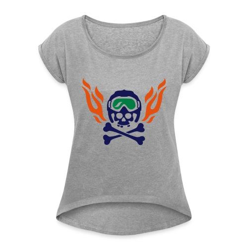 Totenkopf mit Skihelm, Skibrille und Flammen - Frauen T-Shirt mit gerollten Ärmeln