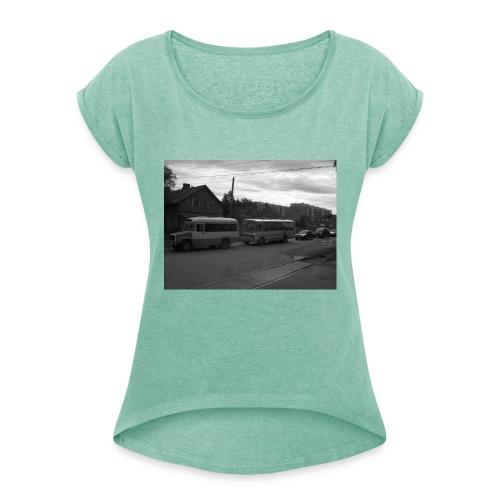 Aika on pysähtynyt Sortavalassa - Naisten T-paita, jossa rullatut hihat