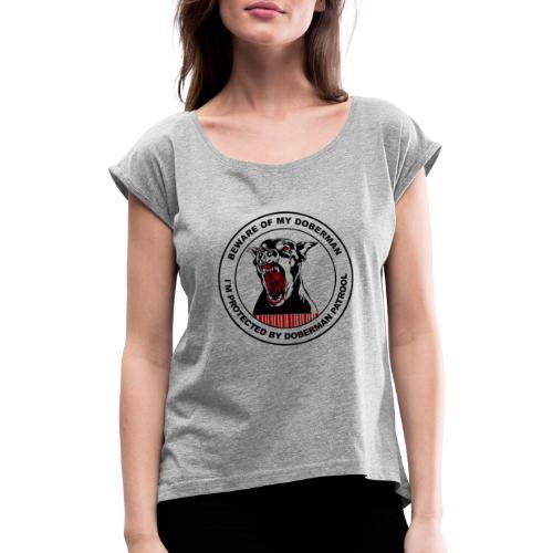 Doberman Patrol - Frauen T-Shirt mit gerollten Ärmeln