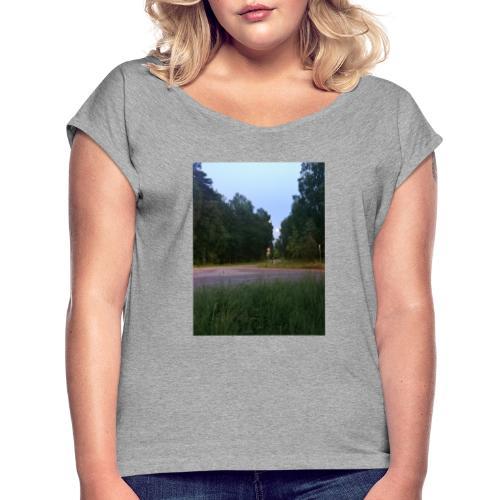 Måneveien - T-skjorte med rulleermer for kvinner