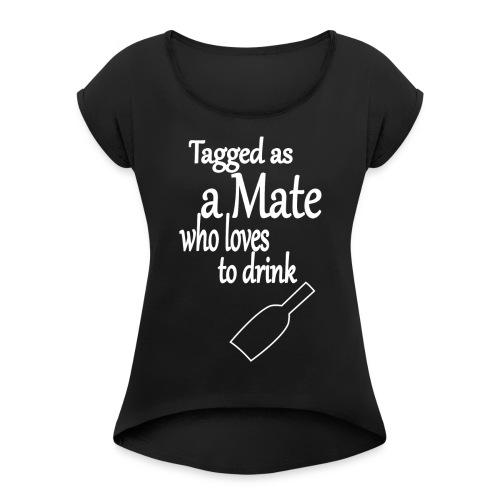 Tagged as Mate who loves to drink - Frauen T-Shirt mit gerollten Ärmeln