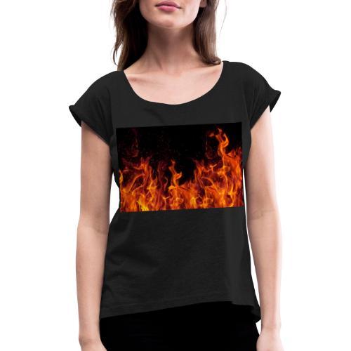 Feuer c OlgaMiltsova iStock GettyImages scaled - Frauen T-Shirt mit gerollten Ärmeln