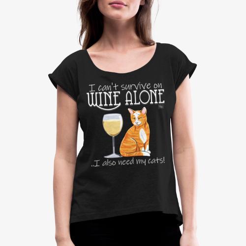 Wine Alone Cats II - Naisten T-paita, jossa rullatut hihat