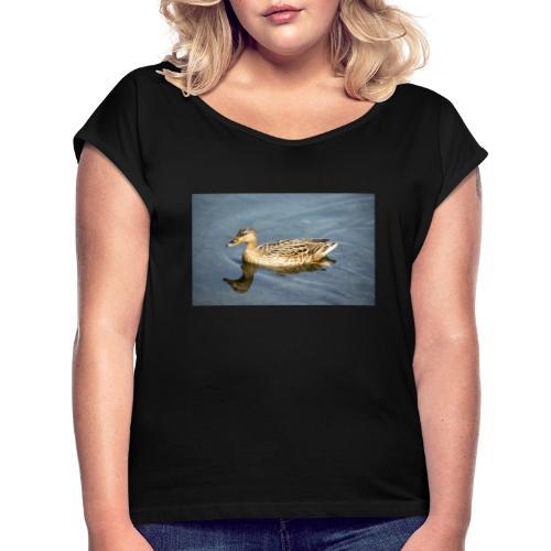 Ente im Wasser - Frauen T-Shirt mit gerollten Ärmeln