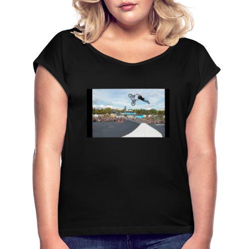 Karlis Sprung - Frauen T-Shirt mit gerollten Ärmeln