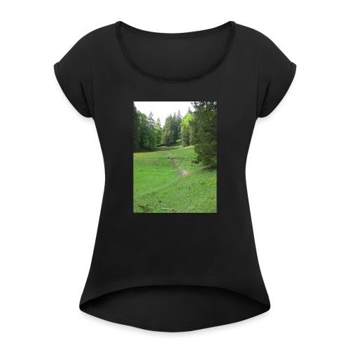 Grüne Landschaft - Frauen T-Shirt mit gerollten Ärmeln