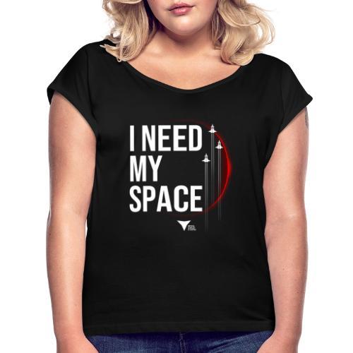 I need my space - Frauen T-Shirt mit gerollten Ärmeln