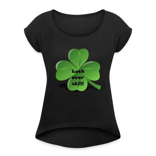 Luck over skill - T-skjorte med rulleermer for kvinner