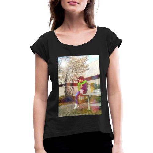 Chill und genieß die Stille - Frauen T-Shirt mit gerollten Ärmeln