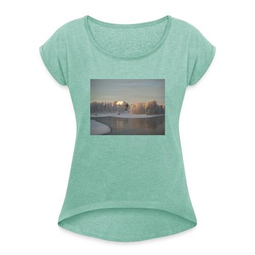 Talvinen Joensuu - Naisten T-paita, jossa rullatut hihat