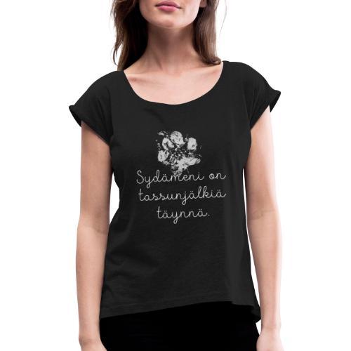 Tassunjälkiä Sydämessä - Naisten T-paita, jossa rullatut hihat