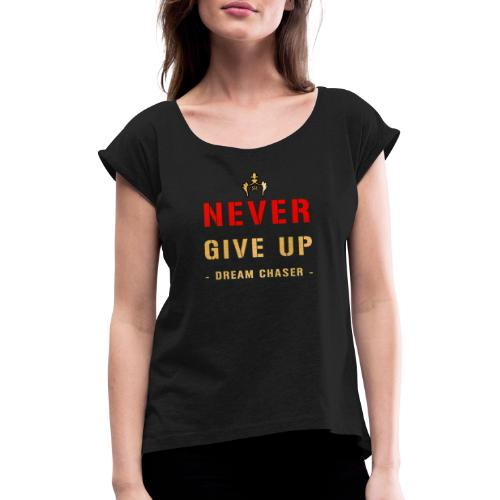 NEVER GIVE UP - DREAM CHASER - Vrouwen T-shirt met opgerolde mouwen