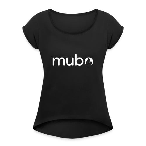 mubo Logo Word White - Frauen T-Shirt mit gerollten Ärmeln