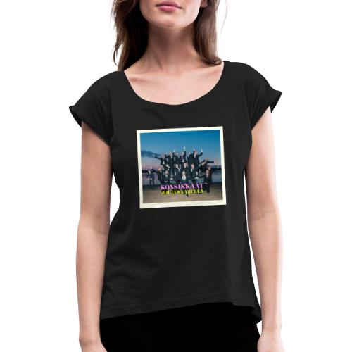 Könsikkäät - joulu saarella otsikoituna - Naisten T-paita, jossa rullatut hihat