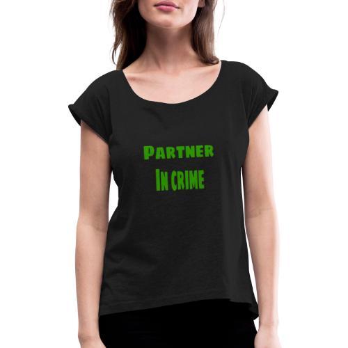 Partner in crime green - T-shirt med upprullade ärmar dam