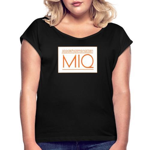 MIQ - STOCKHOLMSNATTEN Singel Cover Logotype - T-shirt med upprullade ärmar dam