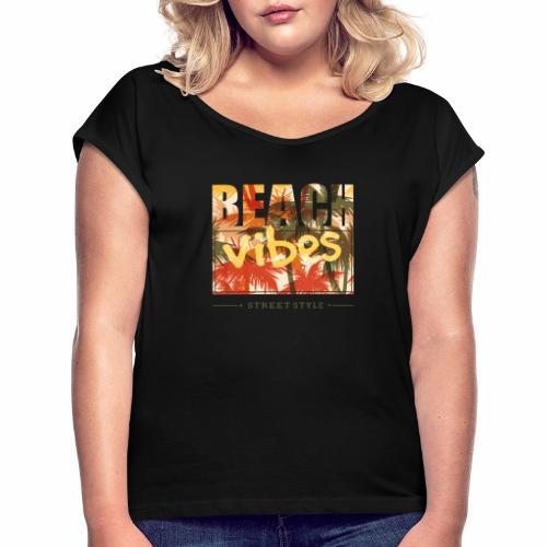 beach vibes street style - Frauen T-Shirt mit gerollten Ärmeln