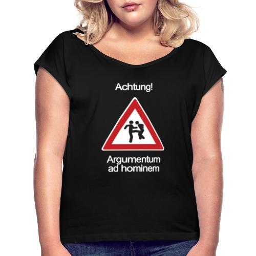 Achtung! Argumentum ad hominem - Frauen T-Shirt mit gerollten Ärmeln