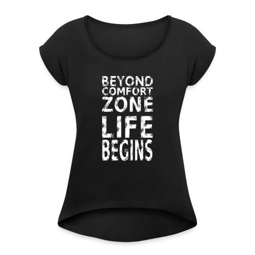 BEYONG COMFORT ZONE LIFE BEGINS - Frauen T-Shirt mit gerollten Ärmeln