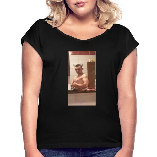 BULKED MUSCLE GUY TEEN - Frauen T-Shirt mit gerollten Ärmeln