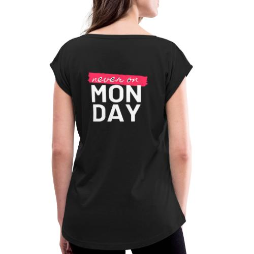never on Monday - Frauen T-Shirt mit gerollten Ärmeln