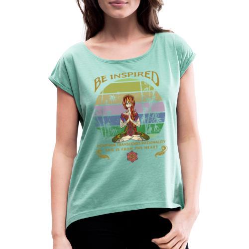 Lass dich inspirieren und folge deiner Intuition - Frauen T-Shirt mit gerollten Ärmeln