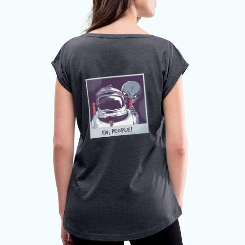 Aliens and astronaut - Women's T-Shirt with rolled up sleeves