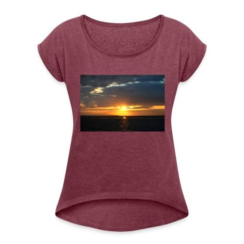 t-shirt zonsondergang - Vrouwen T-shirt met opgerolde mouwen